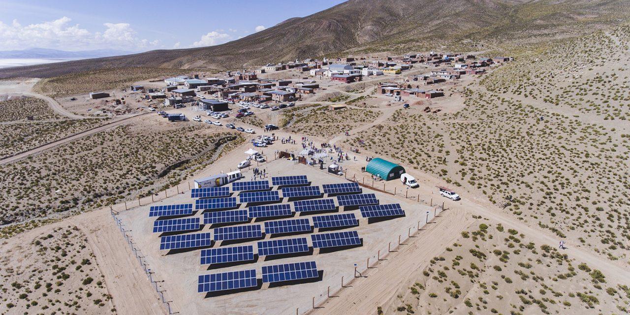 QMAX festeja un hito: diseñó parte del sistema que abastece el primer Pueblo Solar de Argentina