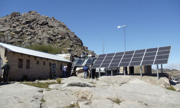 Empresa adjudicataria de 8.500 instalaciones fotovoltaicas del PERMER pide prórrogas en los plazos de ejecución: los argumentos