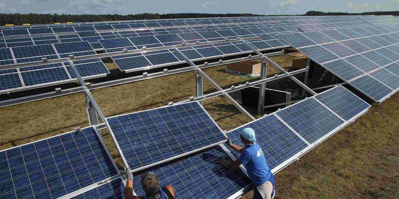 El costo de instalación de un megavatio de capacidad fotovoltaica cae un 12 % respecto a 2017