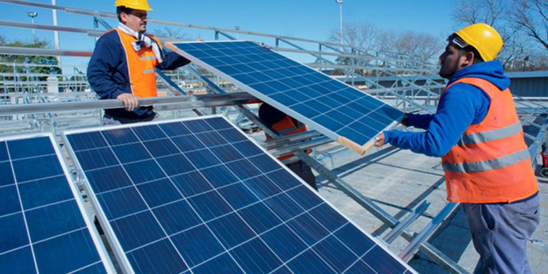 """Importación al 0% para paneles solares terminados: """"la Aduana debería  expresarse con una posición arancelaria específica"""" - Energía Estratégica"""