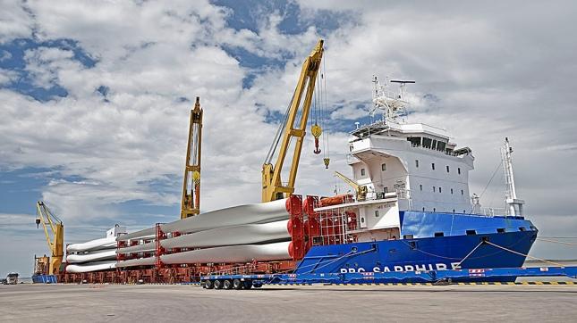 Llegaron nuevos aerogeneradores al puerto de Comodoro Rivadavia