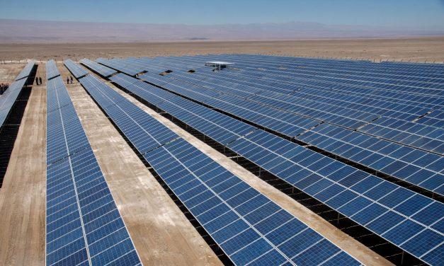 Acciona instaló paneles solares en torres eólicas: un proyecto piloto en estudio que podría extenderse en el mercado