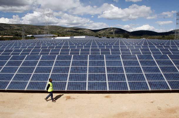 Gigantesco fondo árabe quiere entrar al mercado argentino de renovables