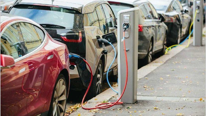 YPF y Toyota avanzan con planes de energías renovables y alquiler de autos