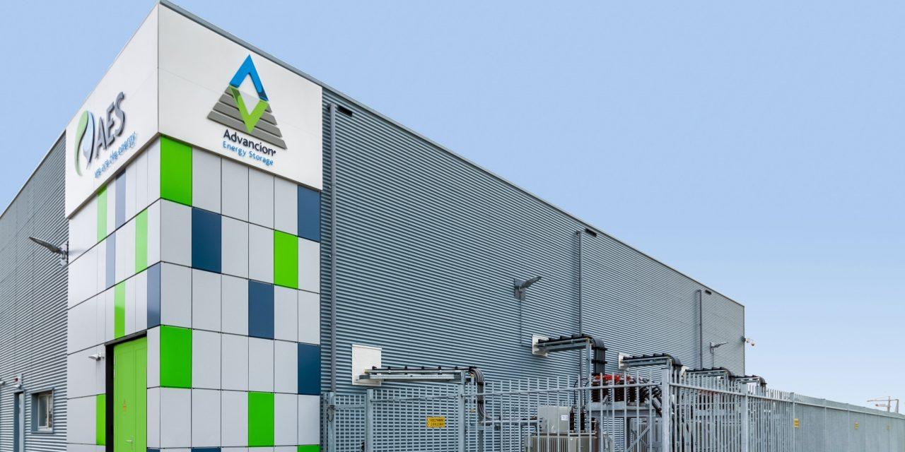 Con un nuevo contrato en el mercado privado, AES apura inversiones por 750 MW eólicos y solares en Colombia
