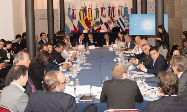 Movilidad sostenible: los desafíos que advierten legisladores latinoamericanos y los pedidos de empresarios para acelerar la transición al 2030