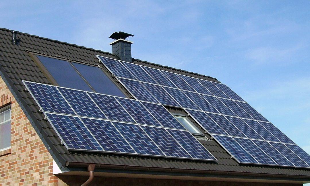 Analizan el impacto de los aranceles a la importación de módulos fotovoltaicos sobre el desarrollo de la generación distribuida