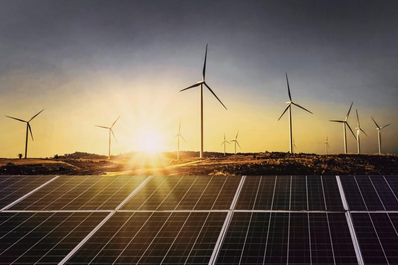 Una nueva baja en los precios de energías renovables: los números récord de eólica y solar en subastas de América Latina