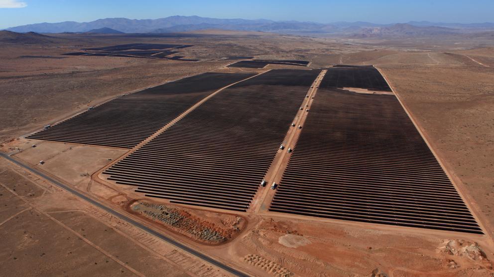 Acciona hace pruebas de eficiencia de los módulos fotovoltaicos en su planta El Romero Solar del desierto de Atacama