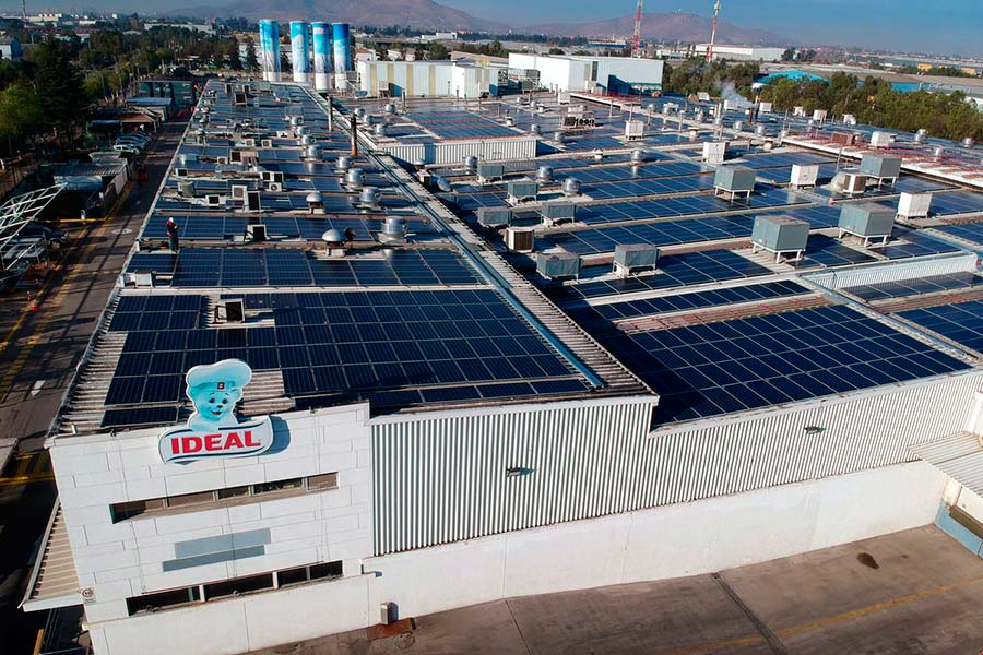 Techo solar: la empresa Ideal inaugura la planta fotovoltaica de autoconsumo más grande de Chile