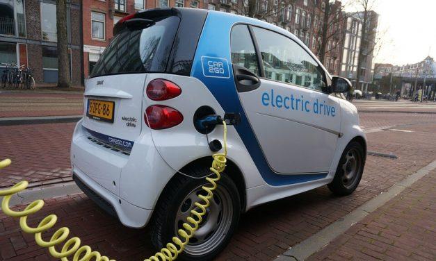 Jobet planteó como objetivo para Chile que el 40% del transporte privado sea eléctrico en 2050
