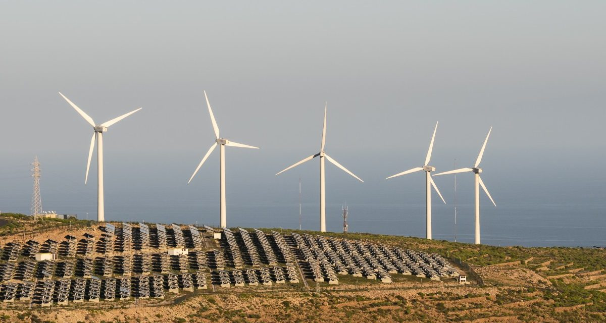 Opinión: cómo mejorar el rendimiento de parques eólicos y solares aplicando una estrategia eficaz
