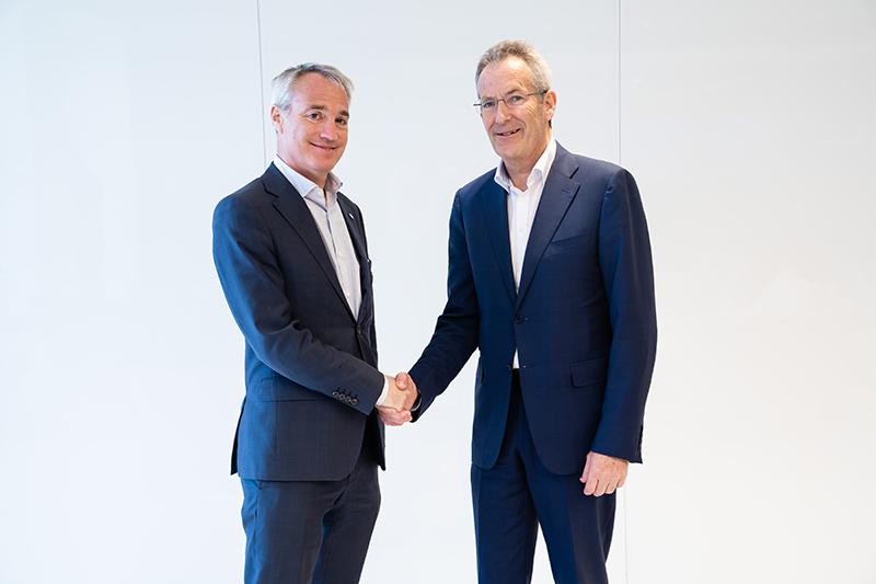 Roger Gill y Eddie Rich presentaron sus objetivos de gestión en una reunión de la asociación internacional de hidroelectricidad