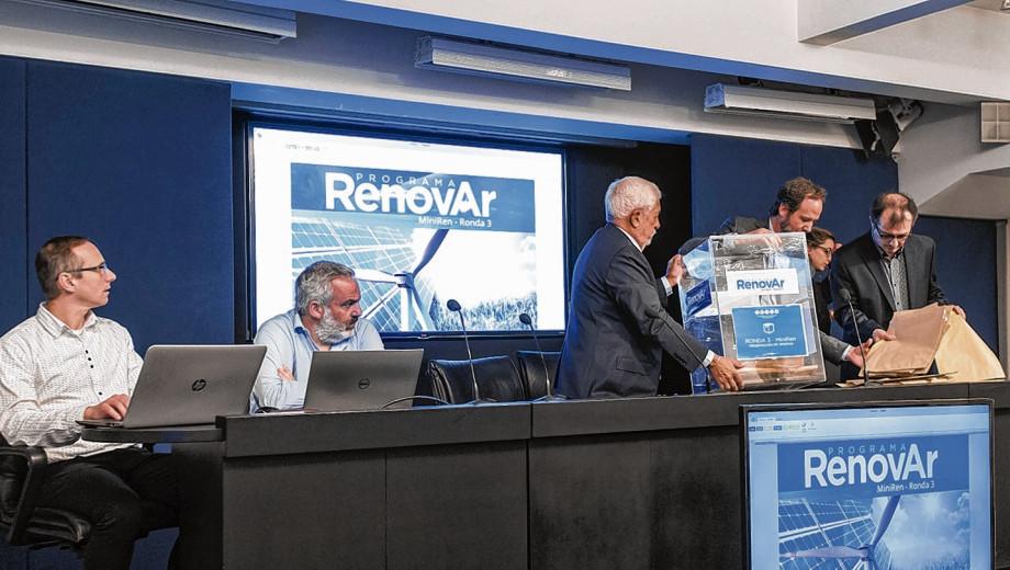 Prórroga y punto final: la semana que viene se empezarían a firmar los primeros contratos de renovables de la Ronda 3