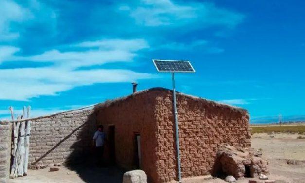 El Gobierno argentino adjudicó a 3 empresas la instalación de más de 6.000 paneles solares en áreas rurales