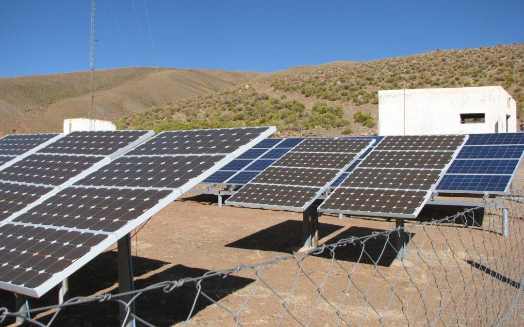 Anulación y cambios: el Gobierno argentino reprograma licitación para 5 plantas de generación fotovoltaica y eólica con baterías