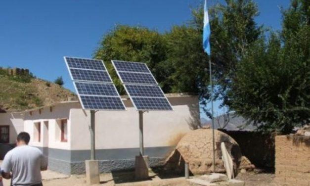 Once empresas compiten para realizar instalaciones solares fotovoltaicas en 140 escuelas rurales de Argentina