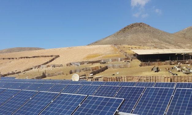 Perú demora el nuevo reglamento para incentivar generación distribuida mientras analiza el caso de Chile como ejemplo