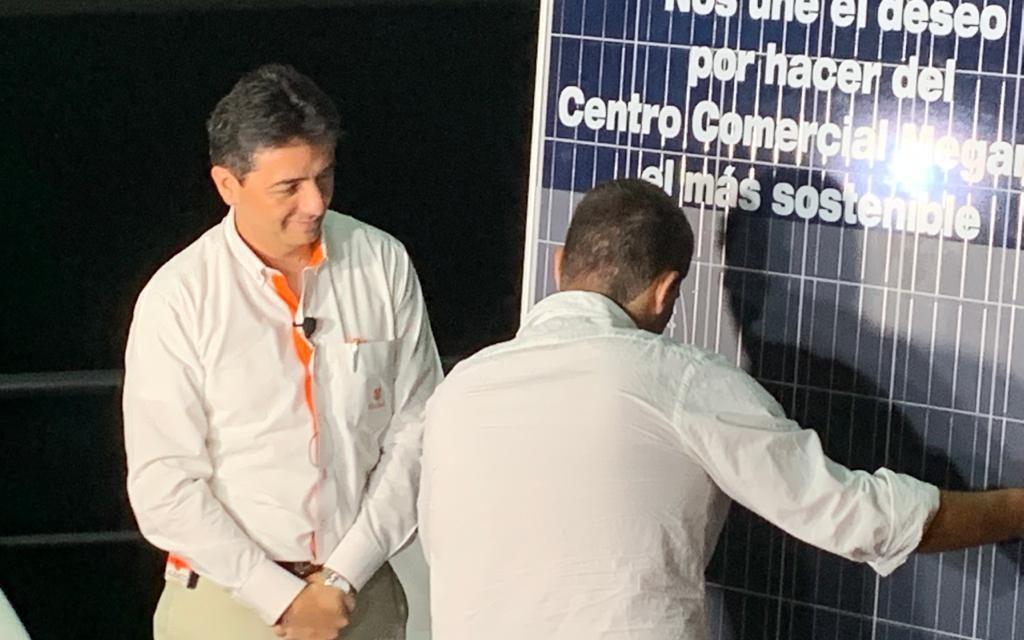 Celsia cerró contrato contrato con el Centro Comercial Megamall para abastecerla de energía solar en Panamá