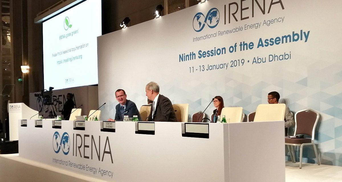 La nueva generación de tomadores de decisiones de las energías renovables se reúne en la 10ª Asamblea de IRENA