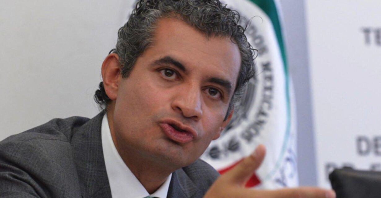Diputado mexicano propone eliminar subsidios y pago de excedentes a usuarios generadores con paneles solares