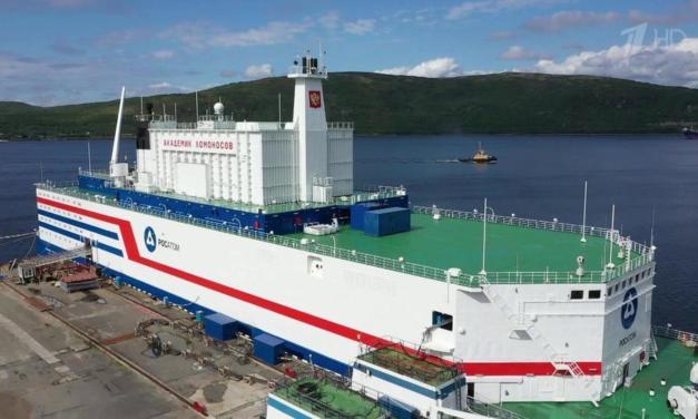 Empezó con el pié derecho la Central Nuclear Flotante rusa: suministró más de 21 millones de kWh durante el período de prueba