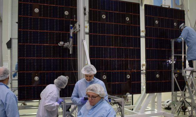 Tecnología fotovoltaica en lo alto: cómo son paneles solares del satélite argentino SAOCOM 1B