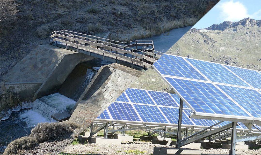 Caso de éxito en el sur chileno revaloriza la microhidráulica con energía fotovoltaica y baterías de litio en microrred aislada
