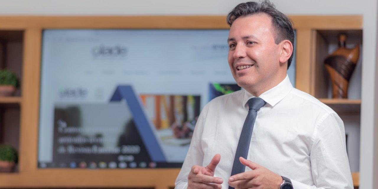 Alfonso Blanco y el coronavirus: «Los planes estratégicos de los paísespara incorporar energías renovables son de largo plazo»
