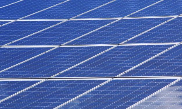Empresarios proponen al gobierno organizar licitación de renovables para cubrir la demanda energética de plantas desalinizadoras