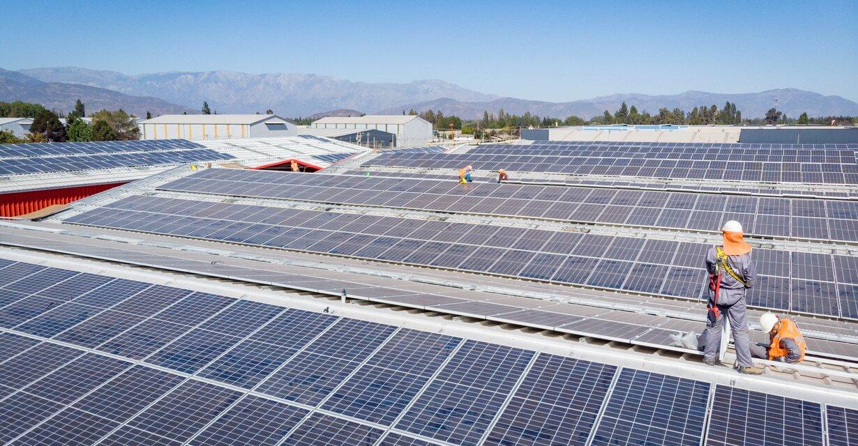 GEOM acelera la construcción de parques solares para evitar demoras ante eventual cese total de actividad