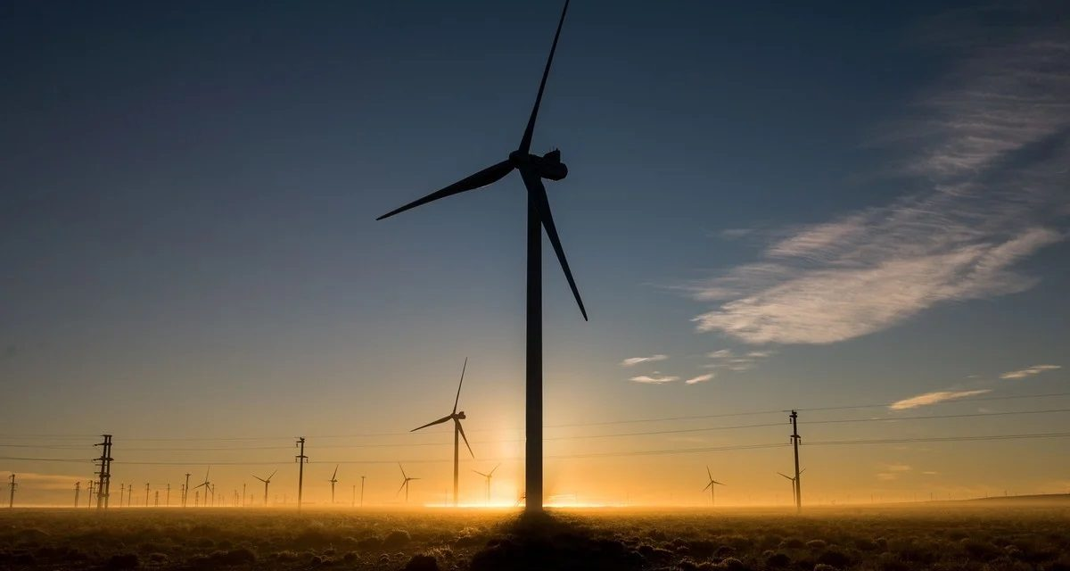 Devaluación y prórrogas: los aspectos que más preocupan a los inversores de energías renovables en Colombia