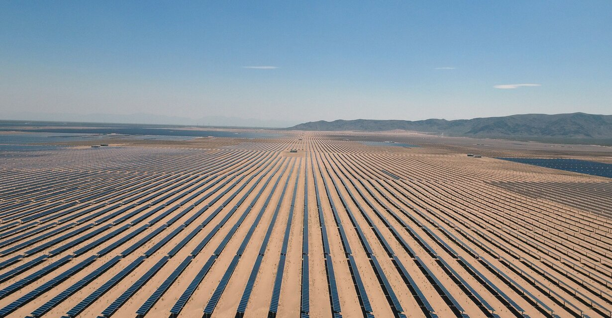 CaixBank destina 2.400 millones en energías renovables