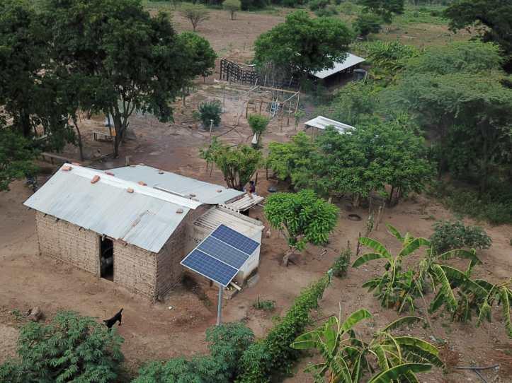 Colombia destina 15 millones de dólares para financiar proyectos solares y redes eléctricas