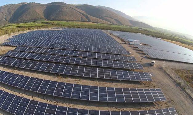 Cinco empresas se disputan construcción del parque fotovoltaico con almacenamiento de baterías en Ecuador