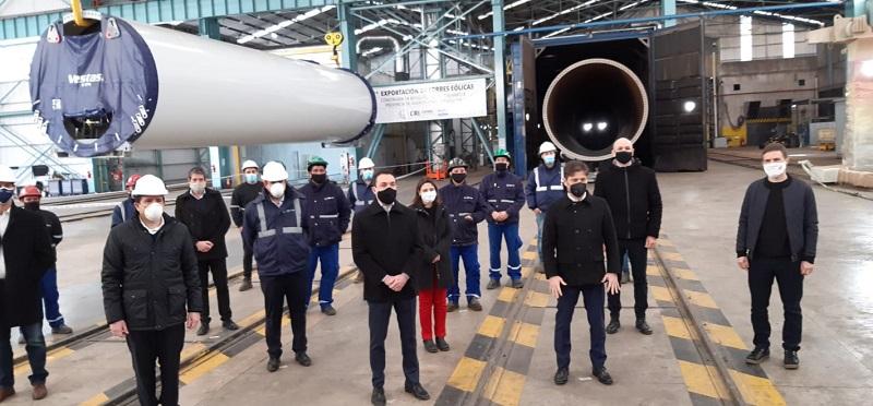 Kicillof y su gabinete visitaron la fábrica de torres eólicas de GRI Calviño en Florencio Varela
