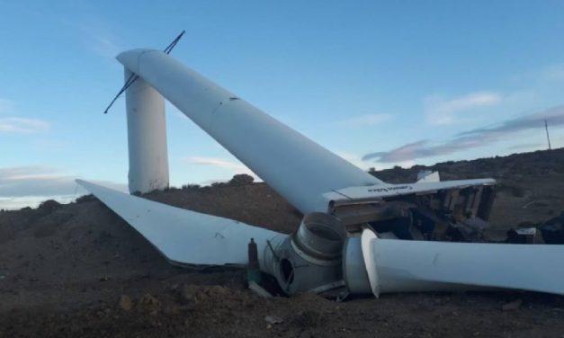 Por los fuertes vientos se cayó un aerogenerador eólico en Comodoro Rivadavia