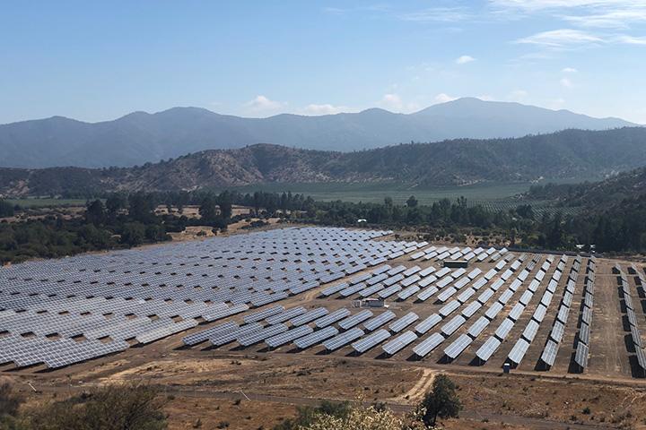 Servicio Ambiental aprobó en agosto 16 proyectos de energías renovables por 800 MW en Chile