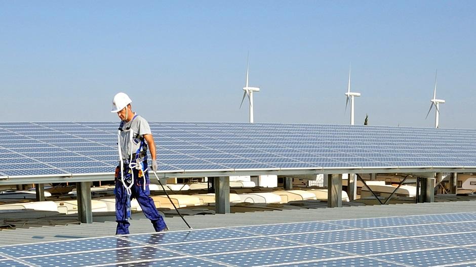 Para economistas el acuerdo por la deuda es apenas el primer paso para conseguir financiamiento a energías renovables