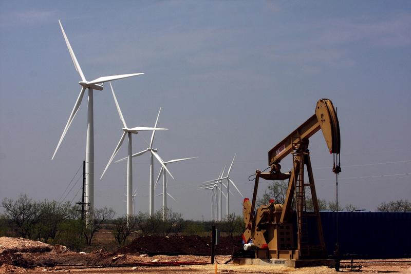 Se recrudece lobby petrolero: «Desplegar renovables para desplazar gas natural no tiene sentido»