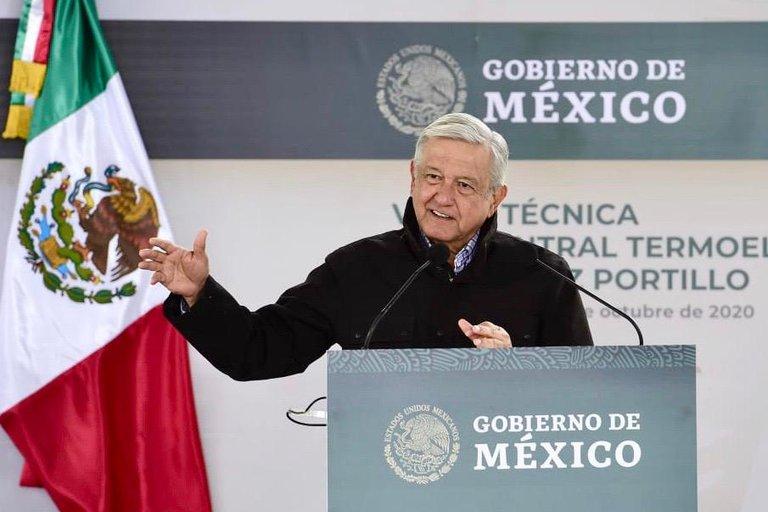 Para AMLO las energías limpias son un sofisma y prefiere utilizar carbón en México