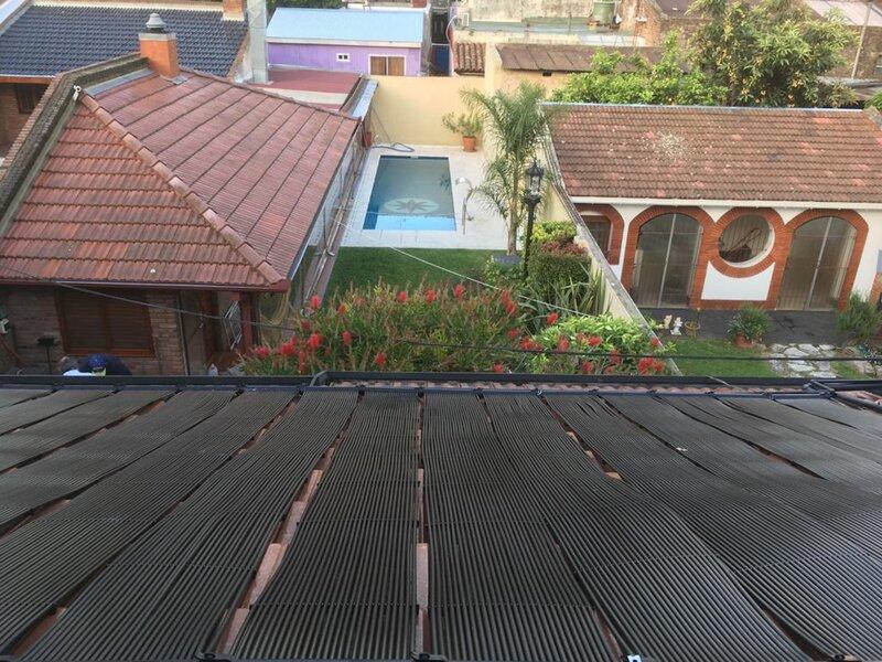 Repuntan las ventas de sistemas de climatización solar de piscinas en Buenos Aires