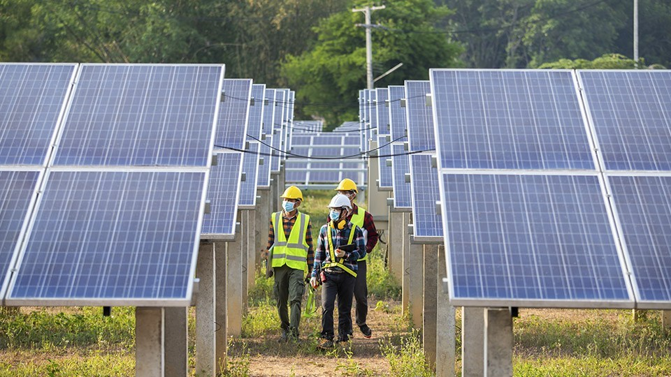 Consumo eléctrico en Chile crecerá 60% en las próximas dos décadas y las renovables tendrán un papel estelar