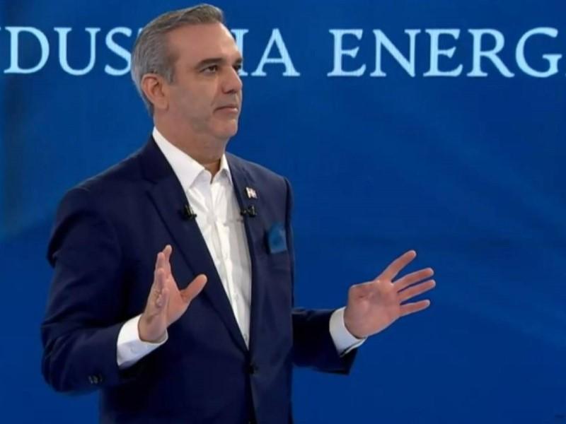 Abinader confirmó que licitará cuatro parques de energías renovables este año en República Dominicana