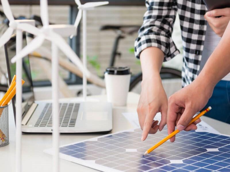 Acceda a tutorías profesionales para impulsar emprendimientos locales de energías renovables