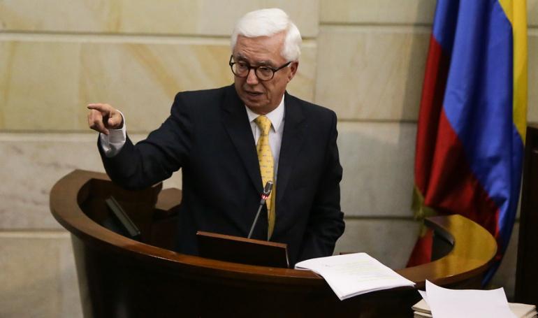 """El senador Robledo se opone a la venta de ISA y a la privatización de Ecopetrol: """"es como matar la gallina de los huevos de oro"""""""