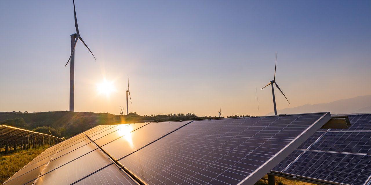 El listado: Estas son las 26 centrales de energías renovables entrarán en operación en Chile