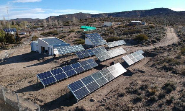 Adjudican una mini red de generación eléctrica eólica y solar para Río Negro