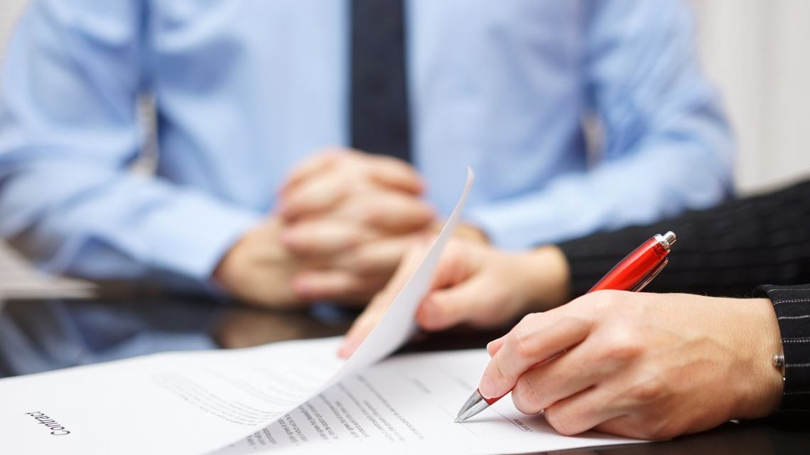 La CREG lanza a consulta pública una resolución clave para la estandarización del mercado entre privados