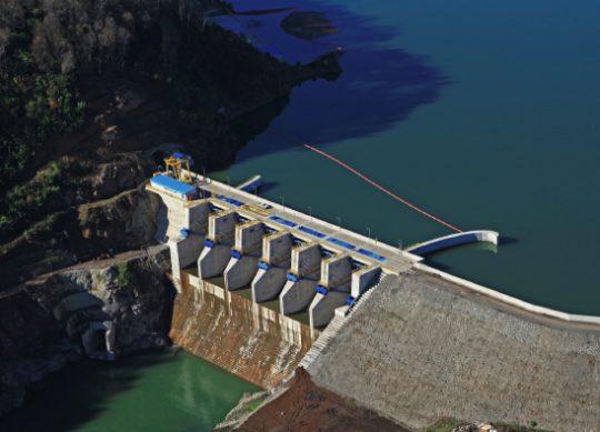 Negocios son los negocios: Colbún anuncia 1.800 MW de energías renovables